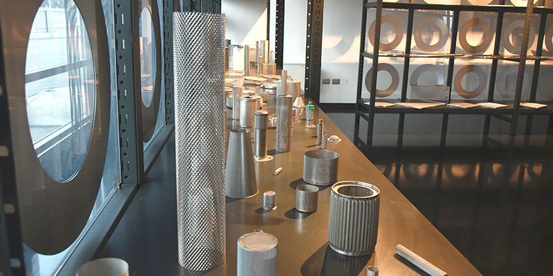 Showroom componenti industriali in rete stirata